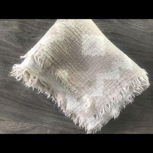 Aritzia Blanket Scarf - Thicker Wool in Cream